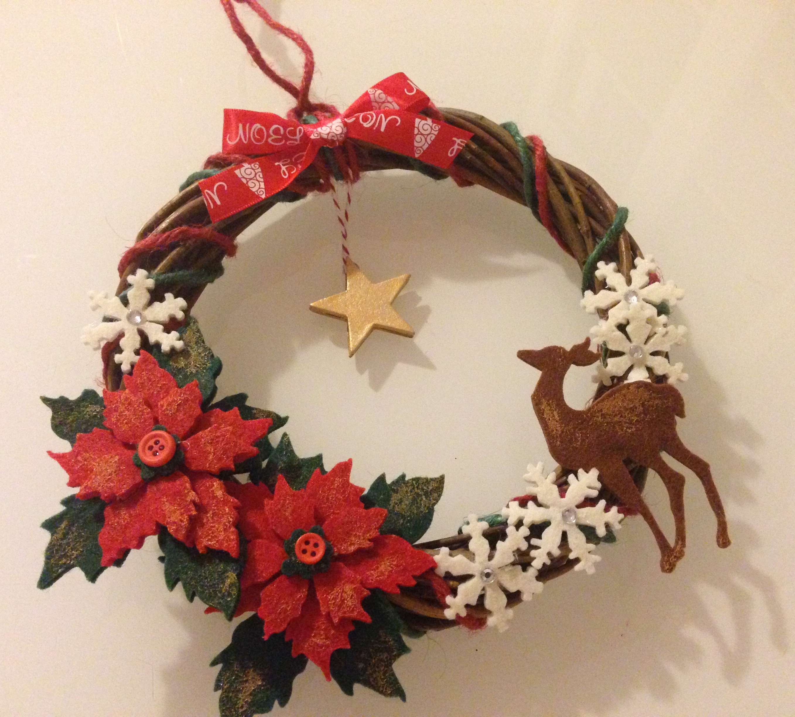 Un ghirlanda di natale realizzata con la mitica big shot - Ghirlande per porte natalizie ...